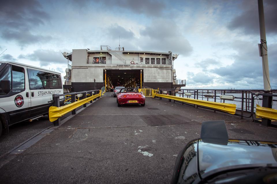 Две Mazda MX-5 исамая опасная икрасивая дорога наземле— трасса Isle ofMan TT. Фото 10