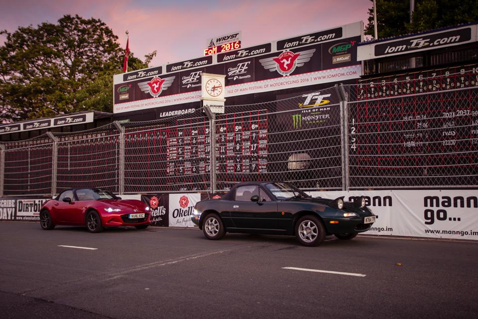 Две Mazda MX-5 исамая опасная икрасивая дорога наземле— трасса Isle ofMan TT. Фото 18