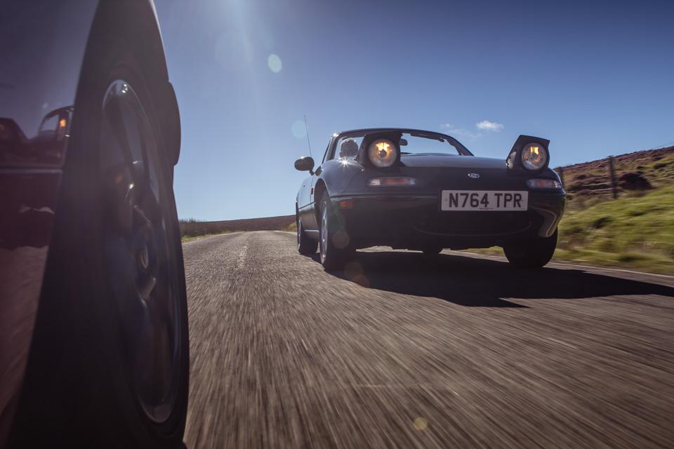 Две Mazda MX-5 исамая опасная икрасивая дорога наземле— трасса Isle ofMan TT. Фото 22