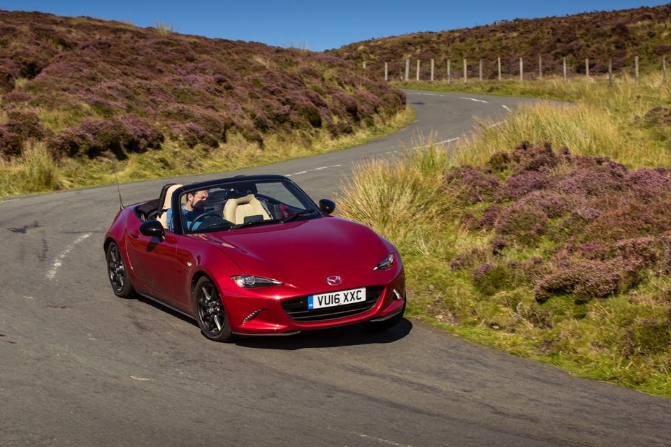 Две Mazda MX-5 исамая опасная икрасивая дорога наземле— трасса Isle ofMan TT. Фото 24