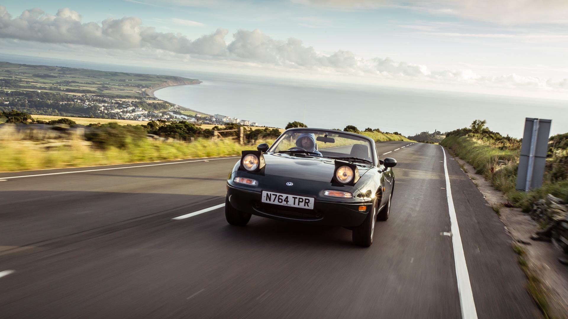 Две Mazda MX-5 исамая опасная икрасивая дорога наземле— трасса Isle ofMan TT. Фото 23