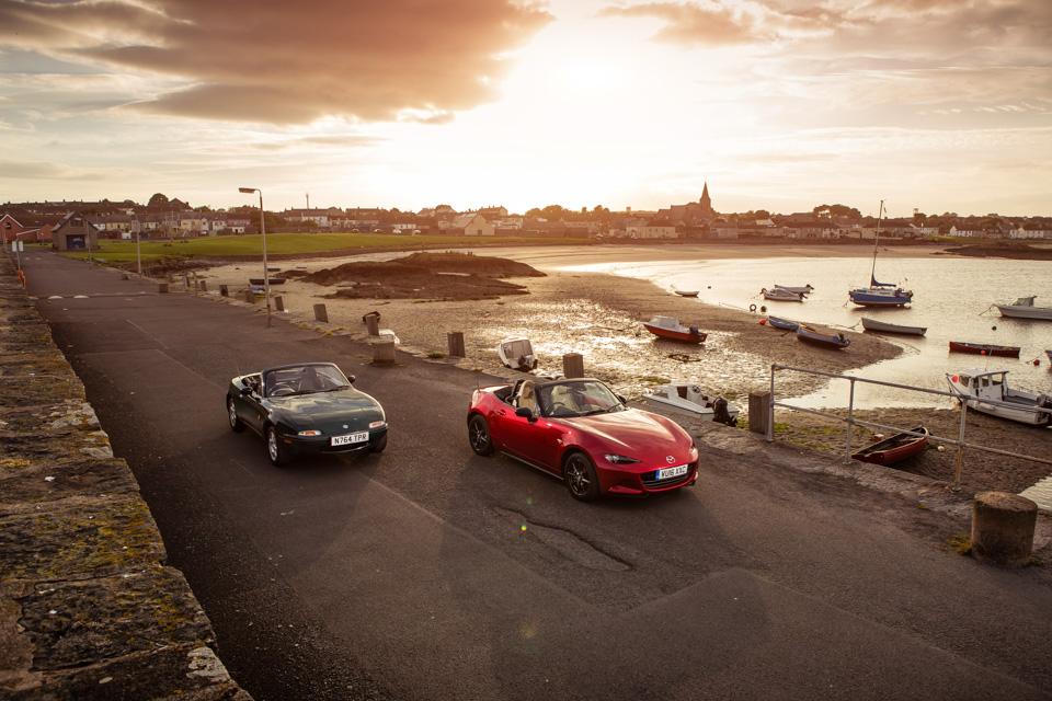 Две Mazda MX-5 исамая опасная икрасивая дорога наземле— трасса Isle ofMan TT. Фото 25