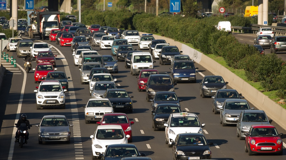 В Мадриде запретили въезд в город половине автомобилей - электромоб