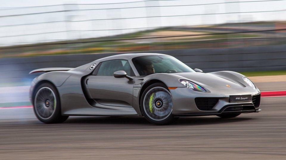 Порше отправит времонт треть выпущенных суперкаров 918 Spyder
