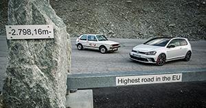 Gletscherstrasse— самая высокогорная дорога вовсем Евросоюзе. Высота, накоторой сделан этот снимок— 2798 метров и16 сантиметров. Человеку здесь дышится еще нормально, ностаренький атмосферник Golf GTI был явно невсвоей тарелке.