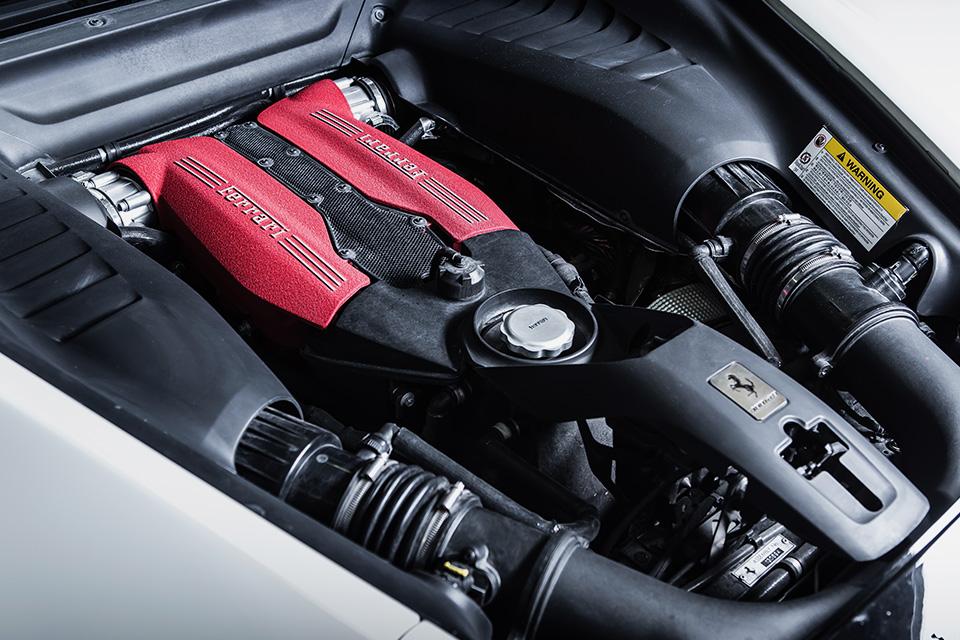 Тест-драйв турбо-Ferrari прошлого инастоящего. Часть I: Ferrari 488 GTB. Фото 2