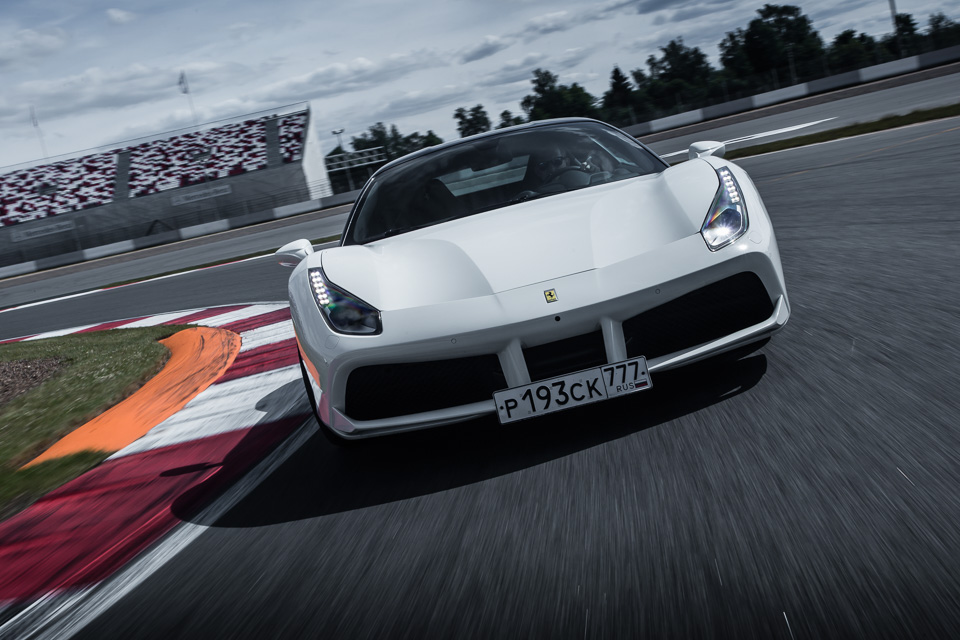 Тест-драйв турбо-Ferrari прошлого инастоящего. Часть I: Ferrari 488 GTB. Фото 3