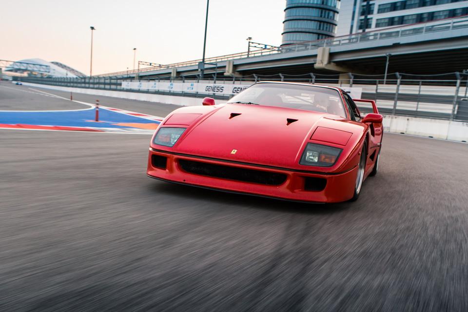 Тест-драйв турбо-Ferrari прошлого инастоящего. Часть вторая: Ferrari F40. Фото 9