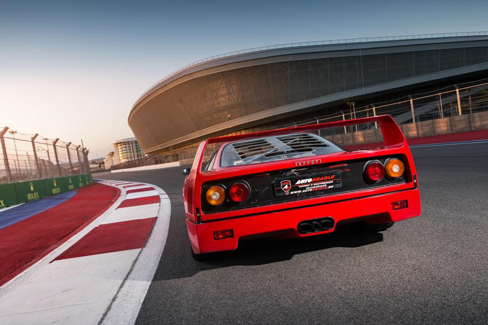 Тест-драйв турбо-Ferrari прошлого инастоящего. Часть вторая: Ferrari F40. Фото 8