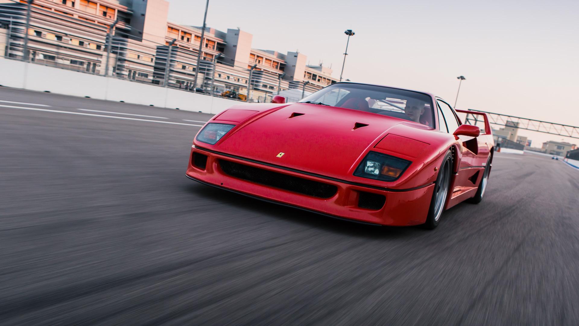 Тест-драйв турбо-Ferrari прошлого инастоящего. Часть вторая: Ferrari F40. Фото 6