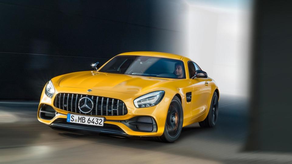 Дорожному Mercedes-AMG GTдобавили полноуправляемое шасси