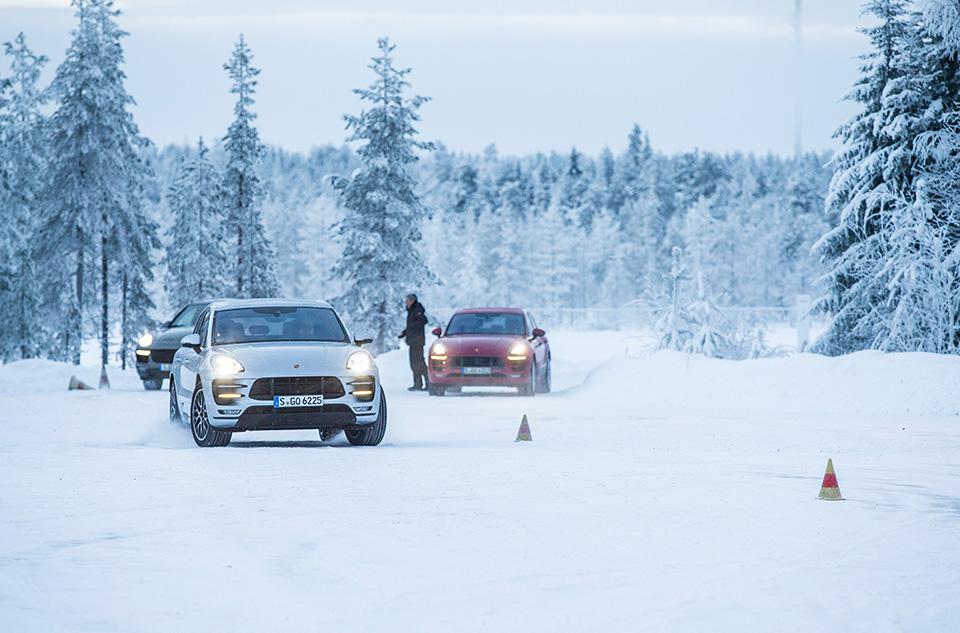 Porsche Macan Turbo стал на40 сил мощнее ина800 тысяч дороже. Имынанем поездили. Фото 4
