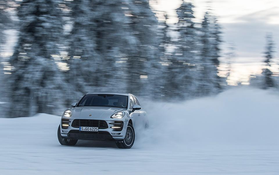 Porsche Macan Turbo стал на40 сил мощнее ина800 тысяч дороже. Имынанем поездили. Фото 2