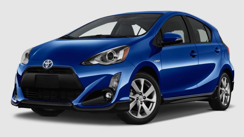 Toyota добавила компактному «Приусу» агрессии
