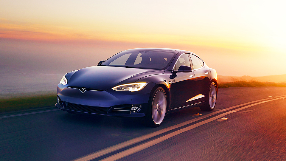 Tesla представила электрокар с наибольшим диапазоном