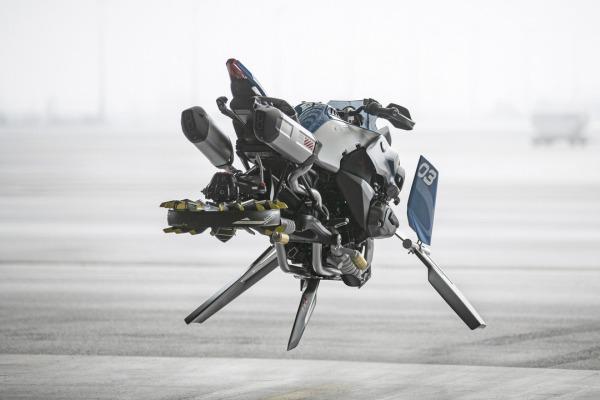 БМВ вместе с Lego создали концепт-кар летающего легенда
