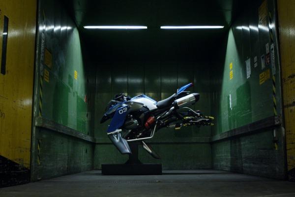БМВ превратила модельку Lego вбольшой «летающий» мотоцикл