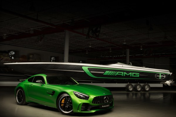 Mercedes представил 3000-сильный катер