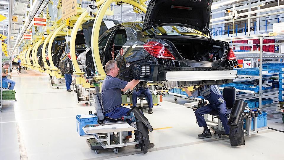 Минпромторг подписал соглашение сMercedes построительству завода вПодмосковье