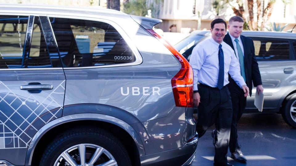 Беспилотные автомобили Uber приступили к транспортировке пассажиров вАризоне