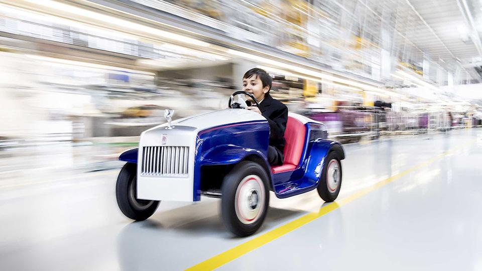 Роллс Ройс создал очень небольшой электромобиль