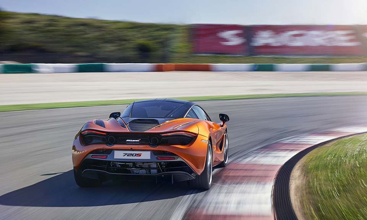Вглобальной web-сети официально представлен внешний облик спорткара МакЛарен 720S