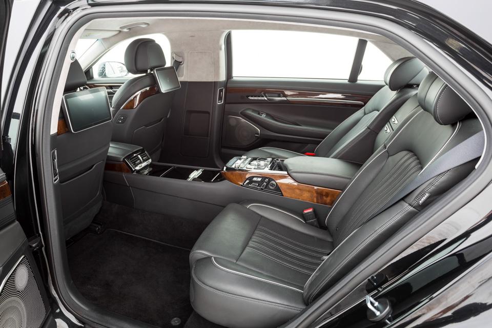 Genesis G90 L, BMW 740Leиспор двух Михаилов. Фото 3