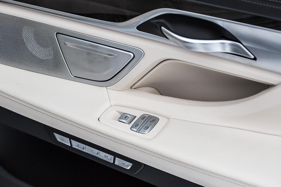Genesis G90 L, BMW 740Leиспор двух Михаилов. Фото 5