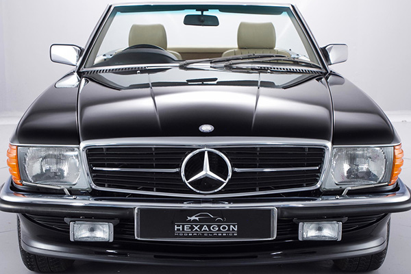 Benz 500 SLиз80-х с маленьким пробегом выставлен на реализацию