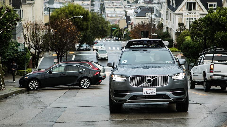 Человек спасает беспилотники Uber отДТП каждые 1,6 километра