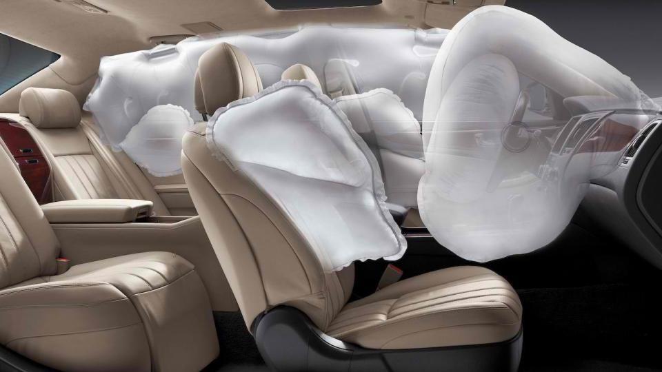 Ford запатентовал подушку безопасности в потолке авто