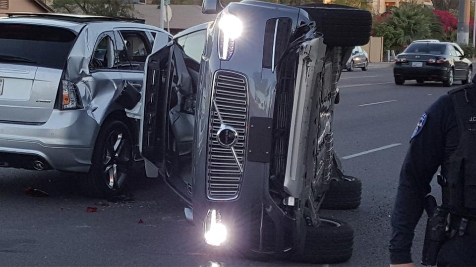 Беспилотник-такси Uber попал в аварию. Компания прекращает эксперимент в США