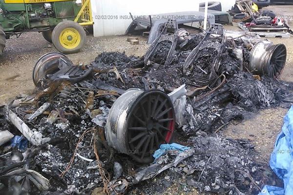 ВСША всего за5 долларов можно купить  сгоревший Lamborghini Huracan