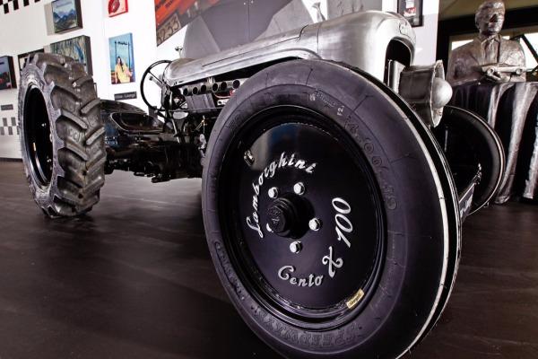 Lamborghini выпустит трактор поцене суперкара Huracan
