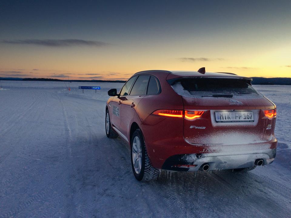 Пять причин отправиться взимнюю школу вождения Jaguar Land Rover. Фото 5