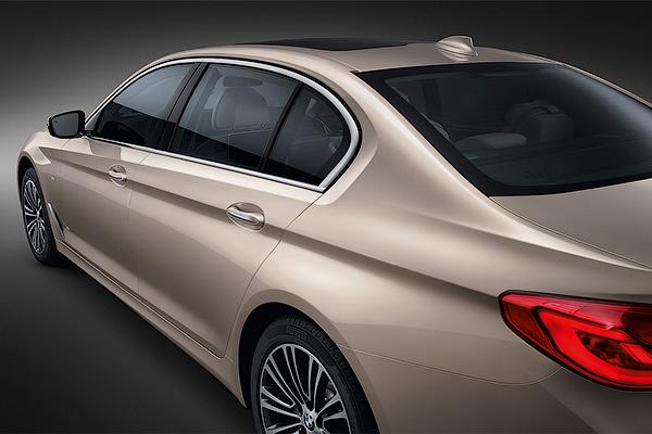 Компания BMW удлинила «пятерку» на 13 сантиметров