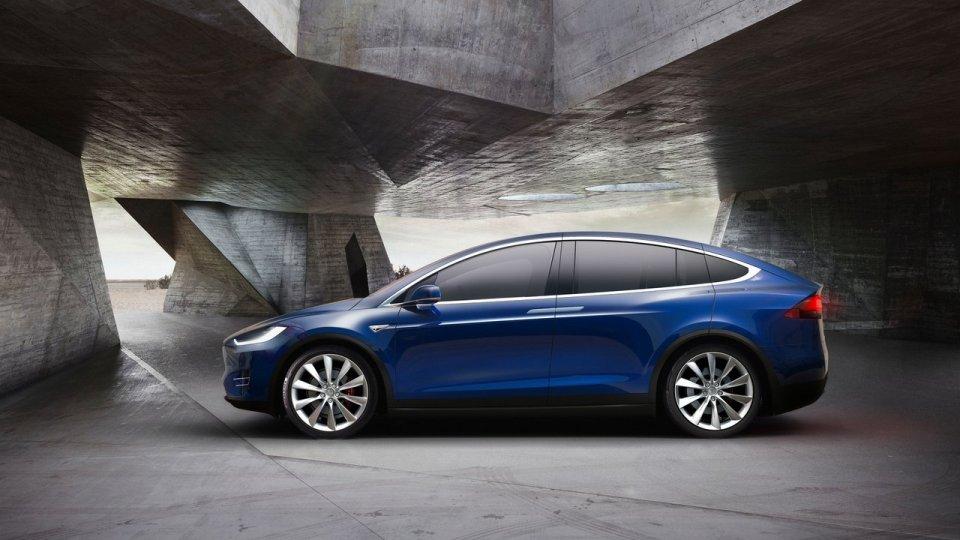 Tesla отзовет свыше 50 тысяч электрокаров из-за дефекта «ручника»
