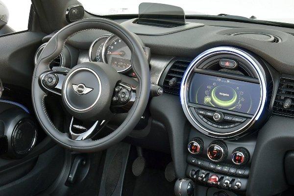 Мини вконце весны начнет продажи кабриолета Cabrio в РФ
