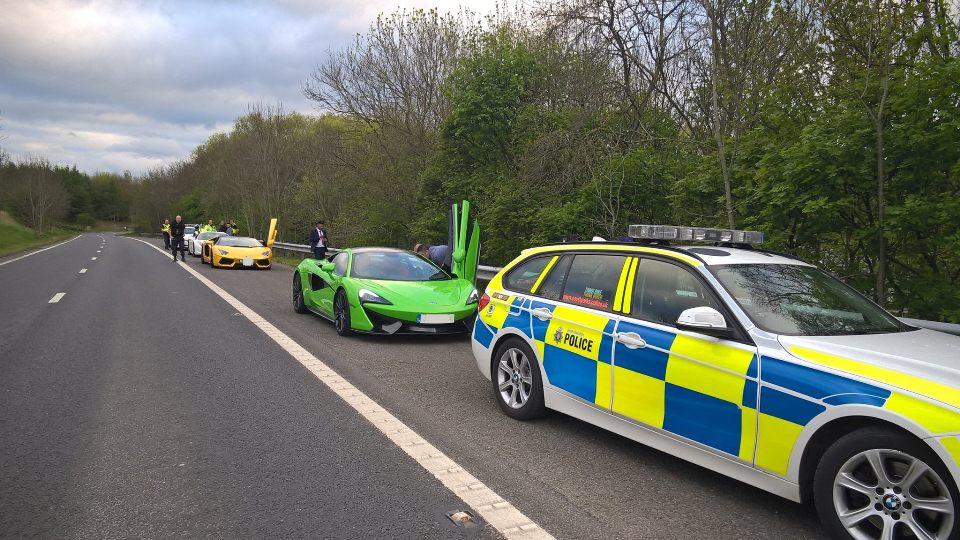 ВСоединенном Королевстве Великобритании милиция конфисковала устритрейсеров три суперкара