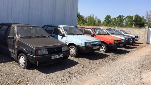 ВоФранции нашли брошенный автосалон Lada с«девятками»