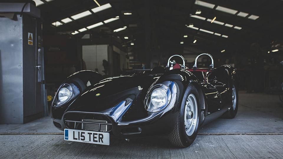 Англичане превратили гоночный Lister 1950-х вдорожное авто