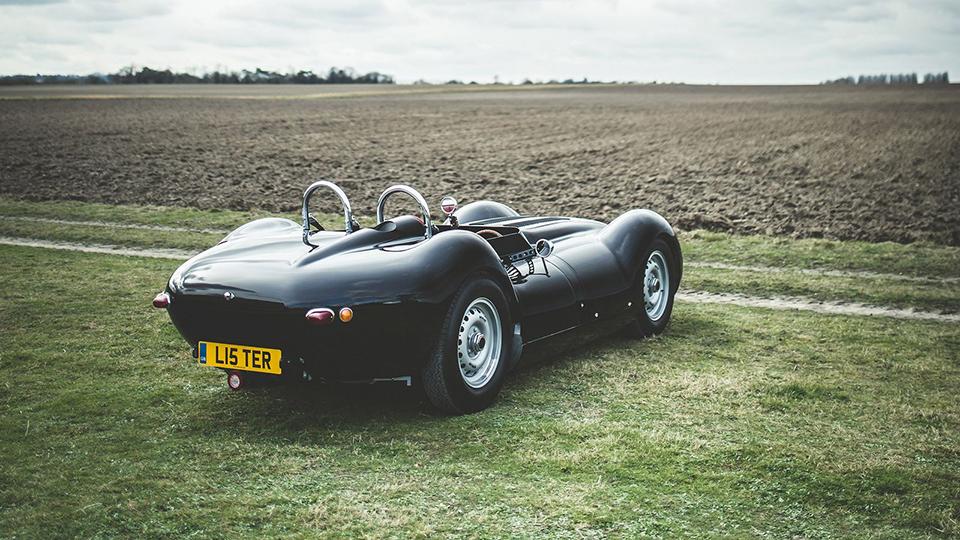 Гоночный Lister 1950-х годов превратили вдорожный автомобиль