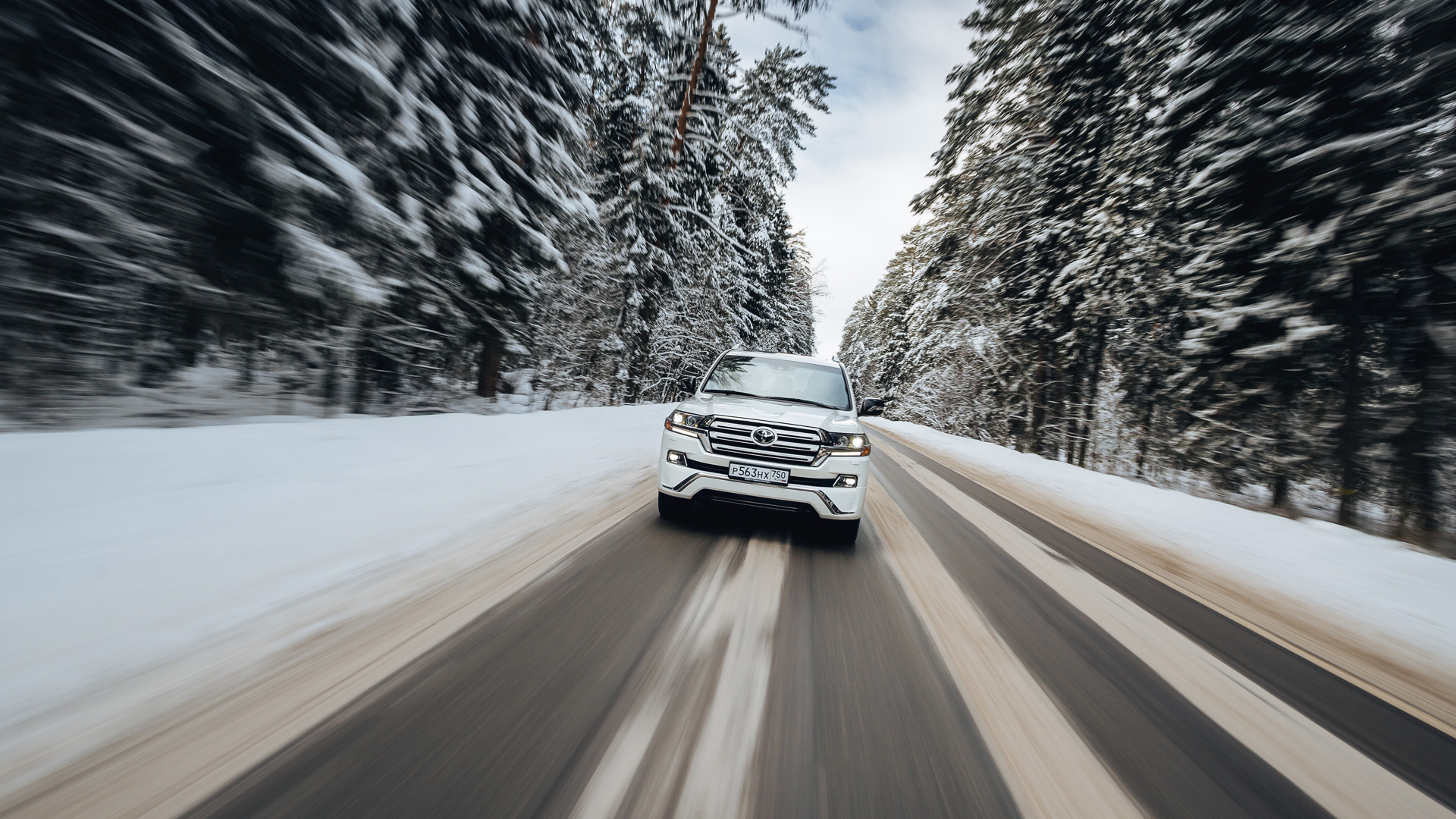 Вседорожный автомобиль Тойота Land Cruiser разогнали до370 км/ч