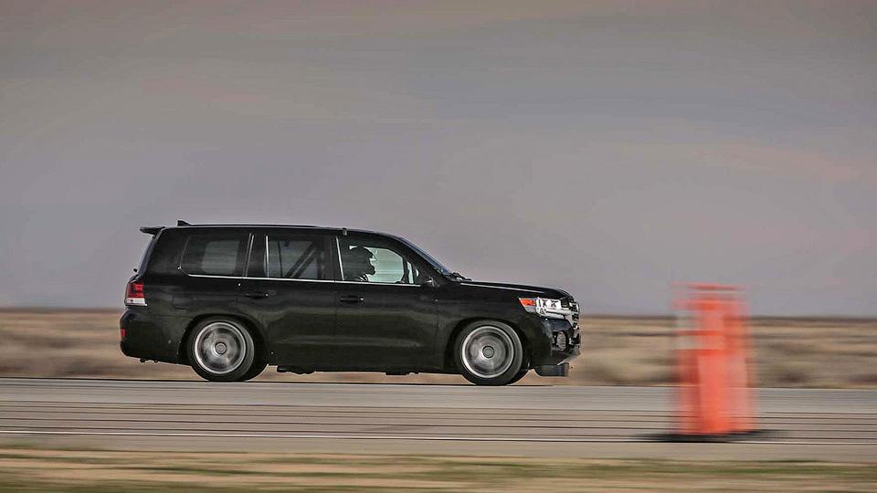 Тойота Land Cruiser 200 набрал скорость до370км вчас