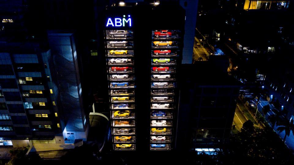 ВСингапуре открыли 15-этажный автомат попродаже авто