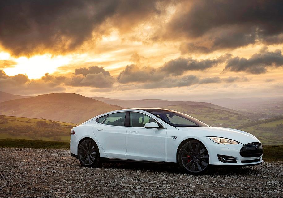 Tesla Model SP100D проехала наодном заряде неменее  900км