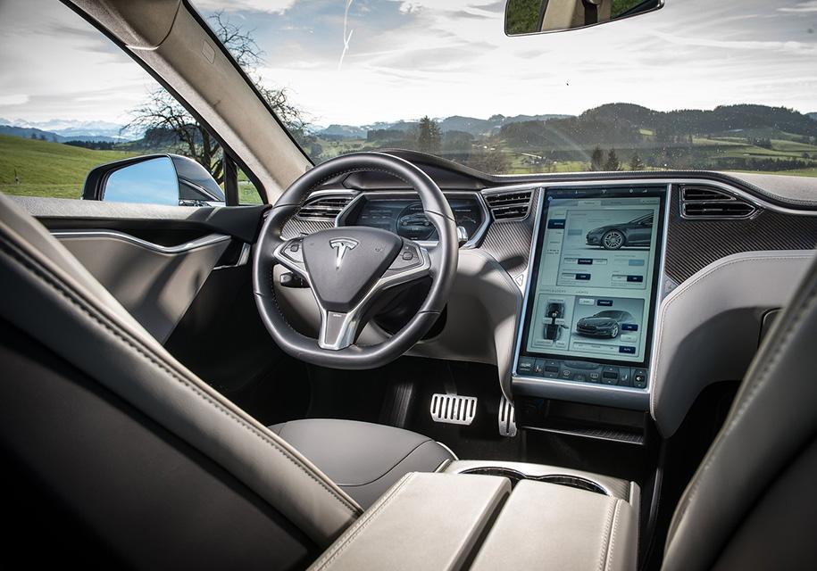 В Tesla задумали зарабатывать и на музыкальном контенте