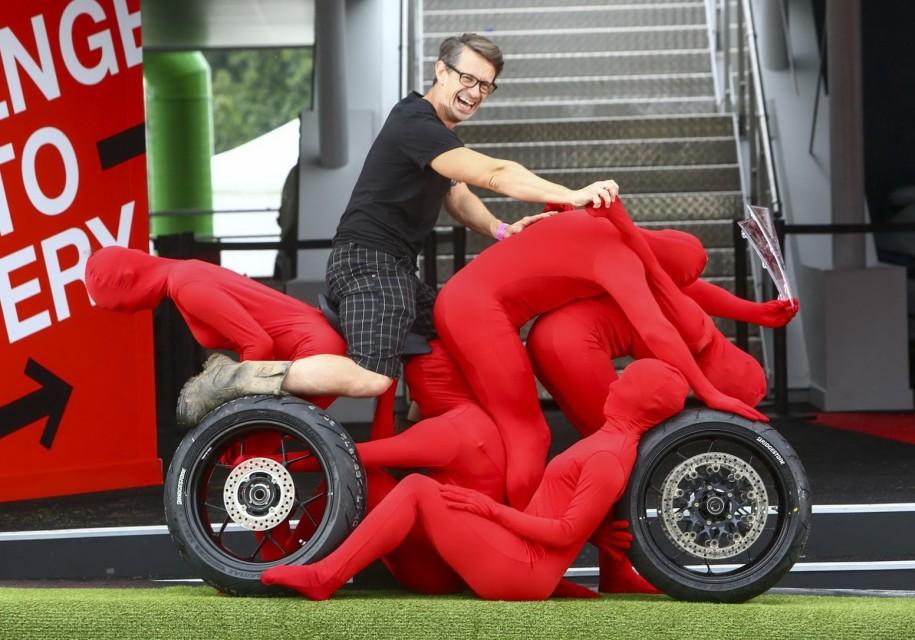 Хонда представила вГудвуде машину имотоцикл излюдей