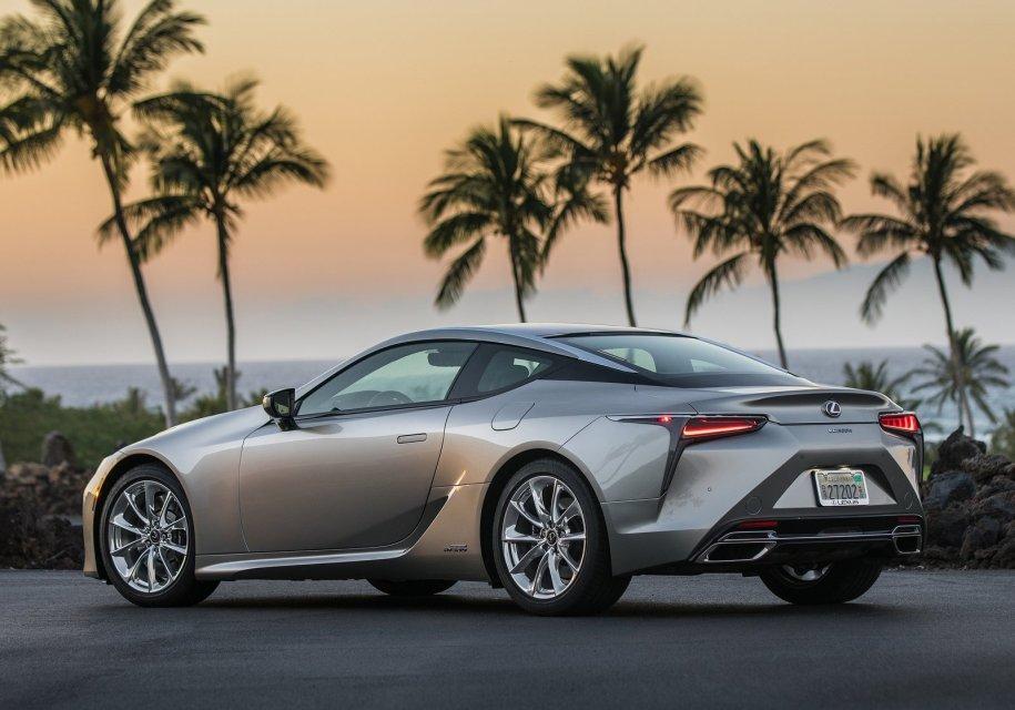 ВСША выбрали 35 претендентов название лучшего автомобиля года