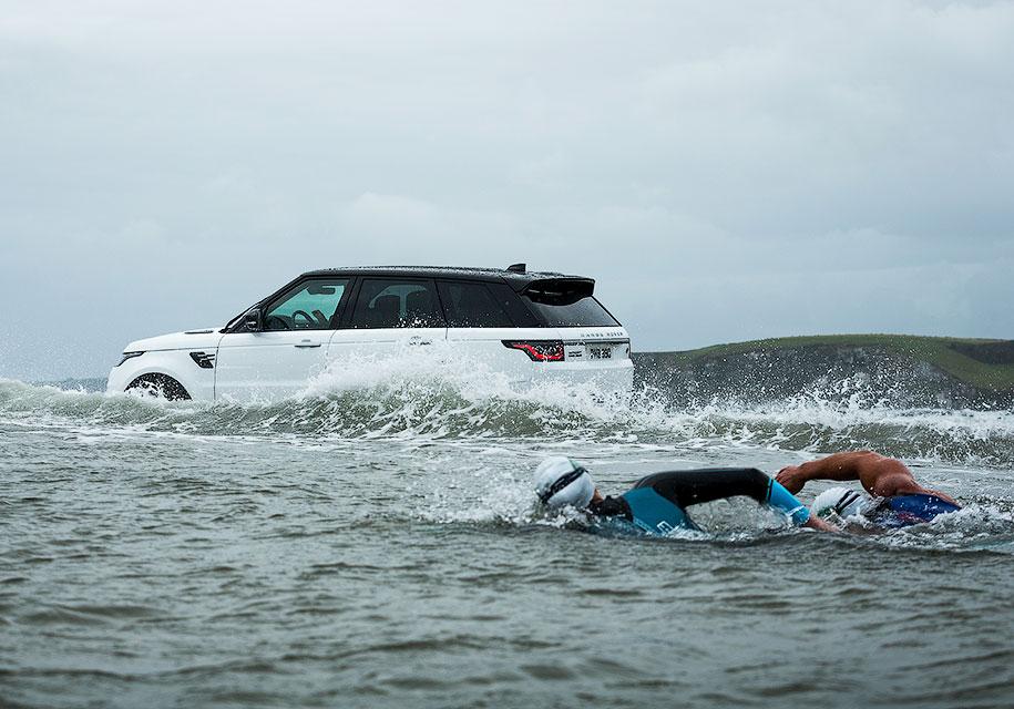 Показан процесс зарядки гибридного Range Rover 2019 года